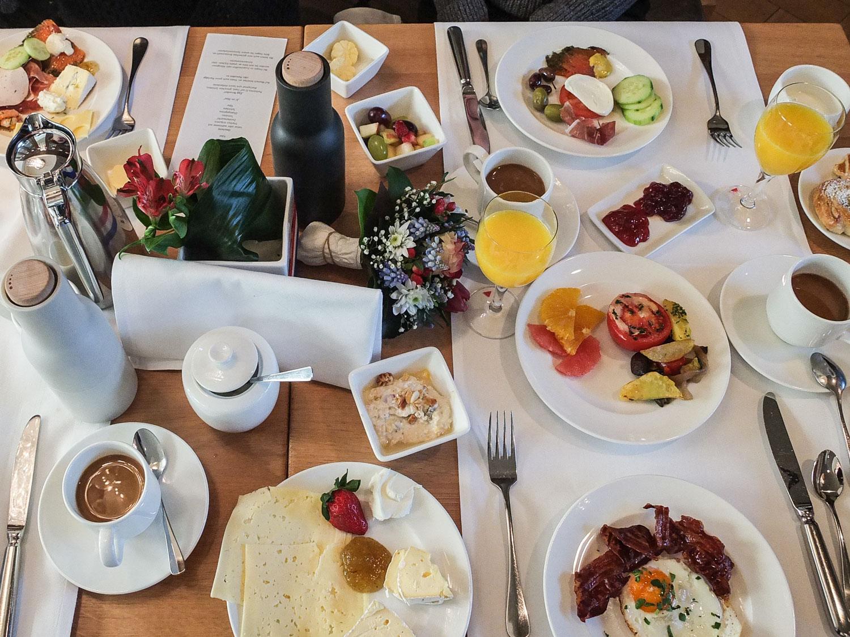 Frühstücken in Augsburg. Das Frühstück im Maximilians. Foto: Neoheimat