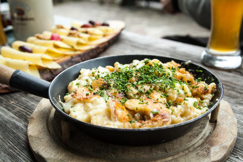 Aus diesem Grund gibt es auf der Stie-Alm auch keine Standardkarte, sondern nur regionale, saisonale und frische Gerichte. Foto: Neoheimat