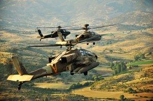 Izraeli helikopterek légi csapásokat mértek szíriai katonai célpontokra