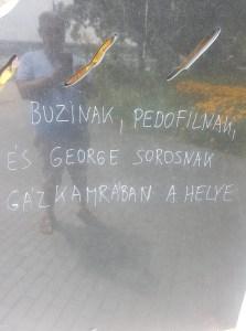 Sorosozó, gázkamrás felirattal gyalázták meg a roma holokauszt áldozatainak emlékművét