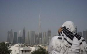 Vihar egy haszid közösség körül az Egyesült Arab Emírségekben