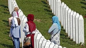 A koronavírus árnyékában emlékeztek a srebrenicai mészárlásra