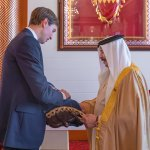 Kushner tóratekercset ajándékozott a bahreini királynak