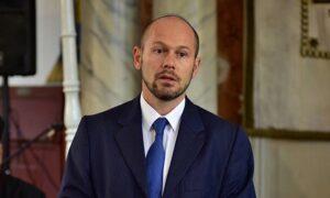 Aggódnak a taghitközségek Róna Tamás elbocsátása miatt