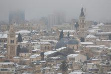 Jeruzsálem hófödte óvárosa 2021. február 18-án. Fotó: MTI/EPA/Abir Szultan