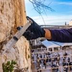 Még a Siratófalat is beoltják Jeruzsálemben