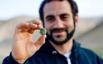 38.Archeologist-Hagay-Hammer-Holding-a-Bar-Kochva-Coin-Photo-Yoli-Schwartz-Israel-Antiquities-Authority-1024x640