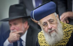 Az izraeli szefárdi főrabbi szerint semmit nem ér a reformmozgalomba való betérés