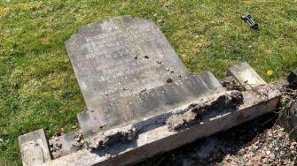 _118091005_gravestones_2
