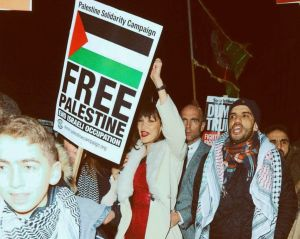 """Öngól: Bella Hadid a '39-es zsidó focicsapattal bizonygatja """"arab Palesztina"""" létét"""