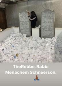 Naomi Campbell tiszteleg a lubavicsi Rebbe előtt