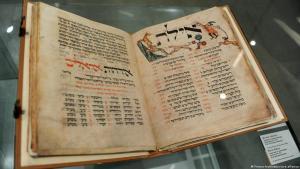 2600 millió forintért kelt el egy 700 éves zsidó imakönyv — videó