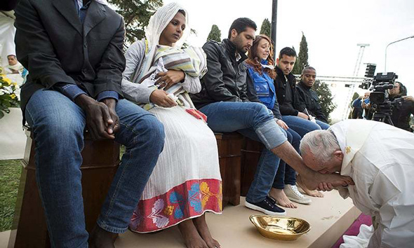 pope francis kisses the feet of migrants saying their needs are more important than national security