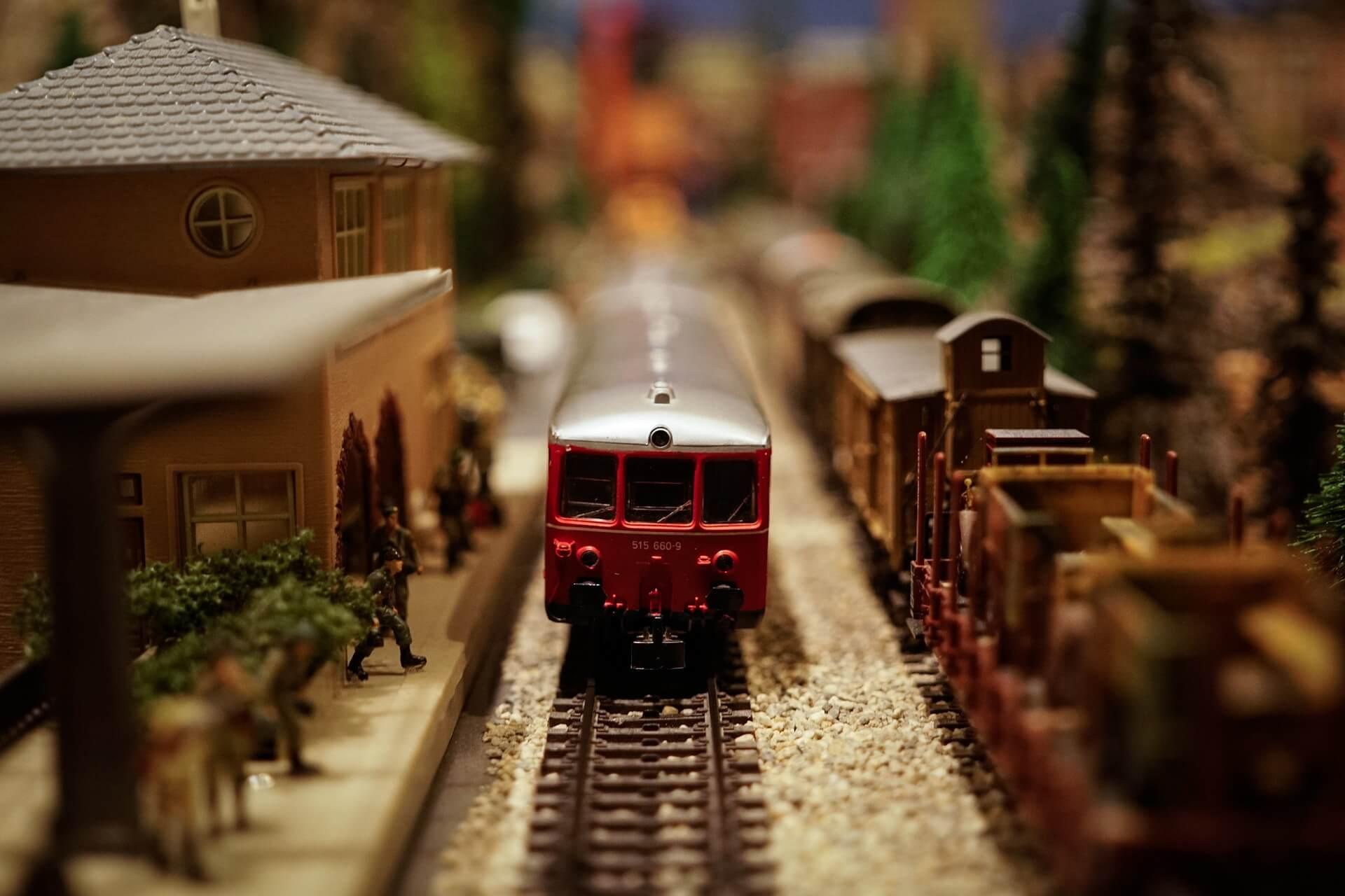 train-1148965_1920