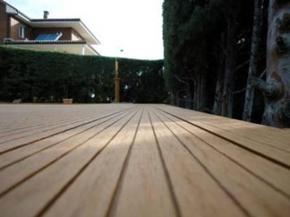 madera sintética en aplicación para tarimas