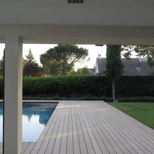 Tarima composite exterior para piscinas.