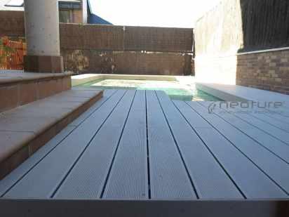 Tarima piscina madera tecnológica exterior
