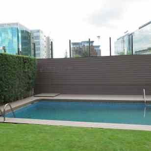 tarima y revestimiento madera sintetica piscina