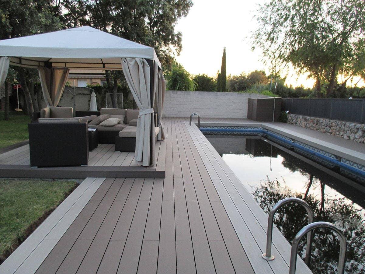 Suelo para piscina en madera sint tica sin mantenimiento for Suelos para alrededor de piscinas