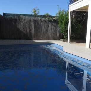 tarima sintetica madera exterior piscina color sand claro