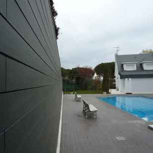 Revestimiento de paredes en madera sintética. NeoLack Grey.