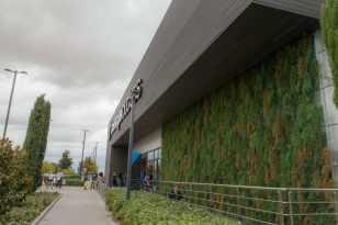 Revestimiento fachada mod. NeoLack Grey. Centro Comercial, Madrid.