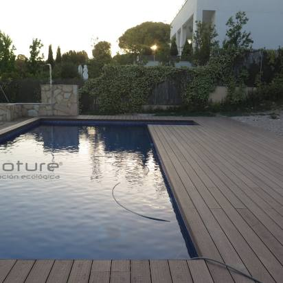 tarima madera sintetica exterior piscina chalet