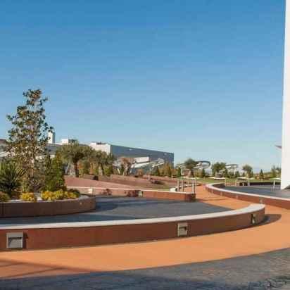 tarima-sintetica-exterior-centro-comercial