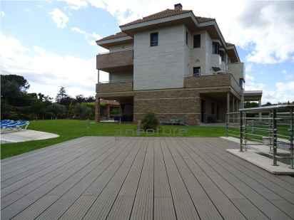 tarima exterior sintetica terraza rayada