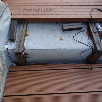 Escaleras acceso terraza revestidas con tarima sintetica exterior