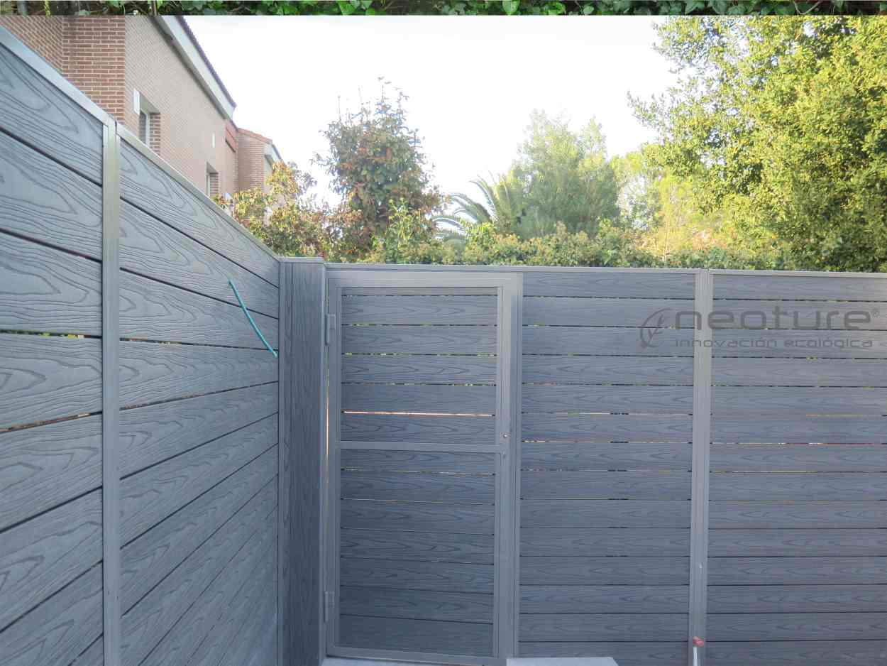 puerta-vallado-exterior-madera-tecnologica-encapsulada