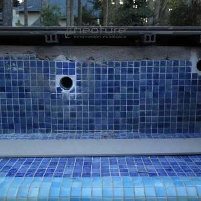 coronacion de piscinas con tarima de madera tecnologica