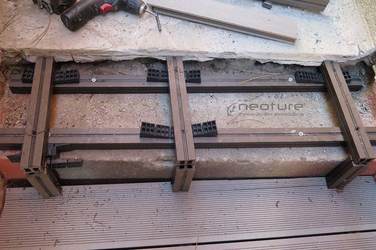 tarima sintetica exterior en escaleras