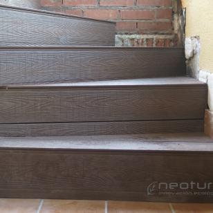 Escaleras revestidas con madera sintética coextrusionada exterior