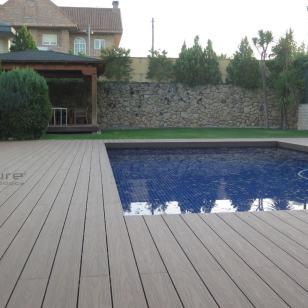 tarima-madera-composite-encapsulada-piscina