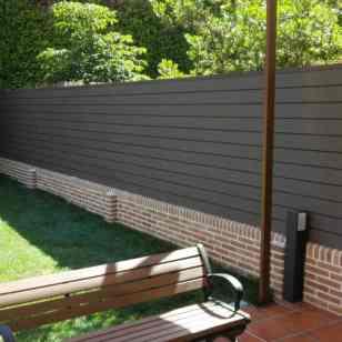 COVER 3-Cerramiento-madera-sintetica-paneles-solapados-neolack