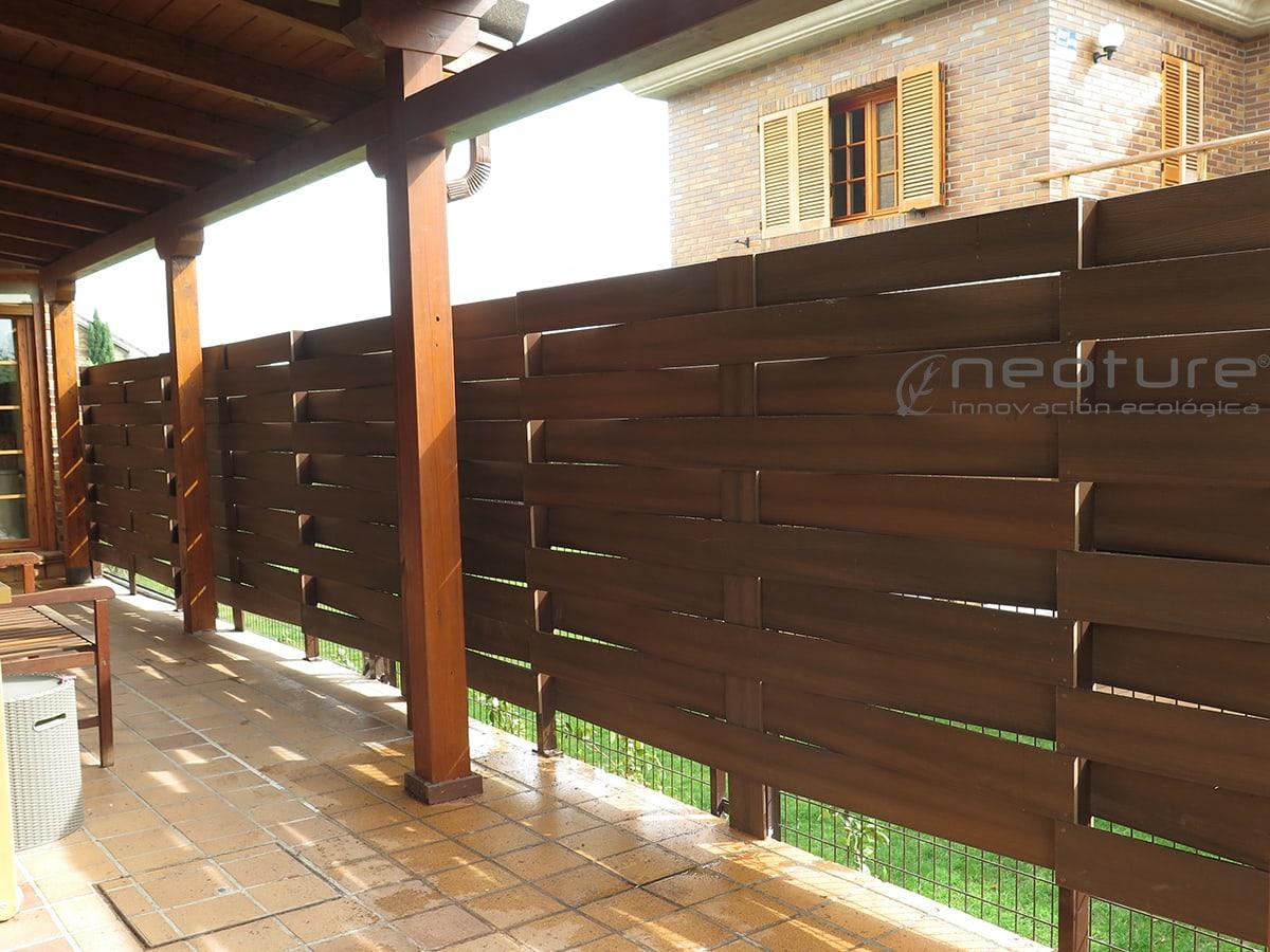 Cerramientos terrazas en madera sintetica para exterior for Vallas de jardin ikea