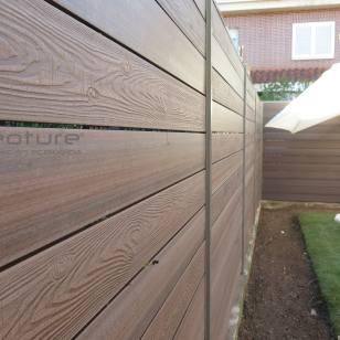 vallado-tecnologico-en-madera-sintetica-exterior-color-iroko