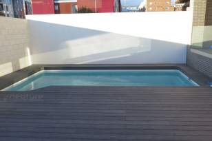 Tarima composite exterior zonas de piscinas.