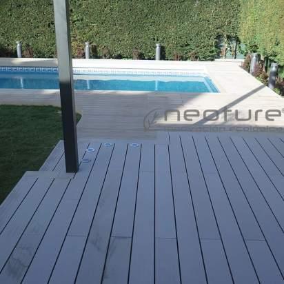 Tarima sintética para piscinas en exterior