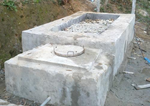 Water filtering tank