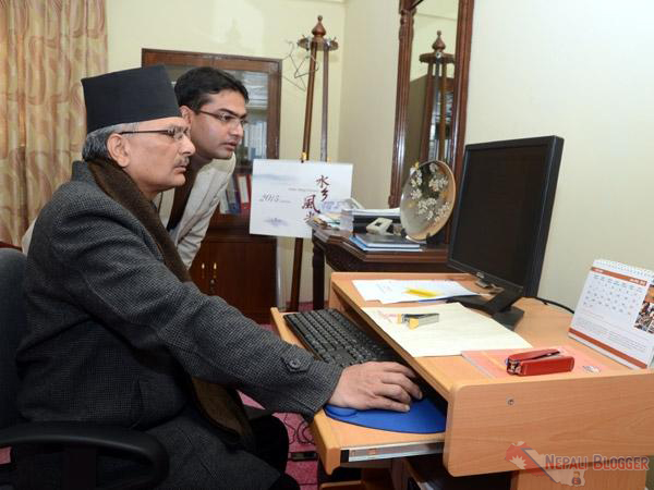 Baburam Bhattarai using Twitter Nepali Blogger