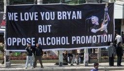 Bryan Adams in Nepal 8
