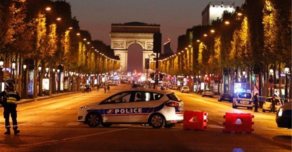 पेरिसमा गोलीबारी एक प्रहरीको मृत्यु, जवाफी कारबाहीमा आतंककारी मारिए