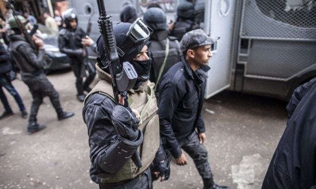 5 Egyptian security men killed in checkpoint attack