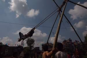 पिङमा रमाउँदै बालबालिका(फोटोफिचर )
