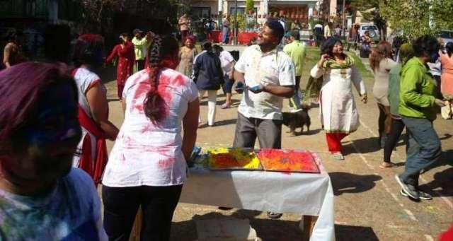 Holi : festival of colours