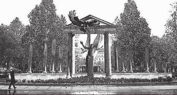 Épül a Magyar Szégyen szobra a Szabadság téren