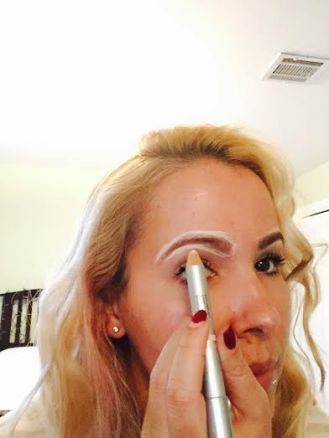 Step One: Circle your brow wth the Matte End