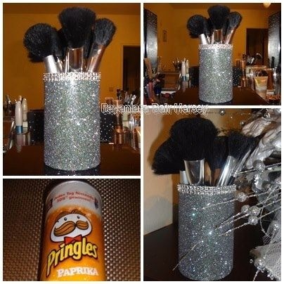 DIY Pringle Can Makeup Brush Holder